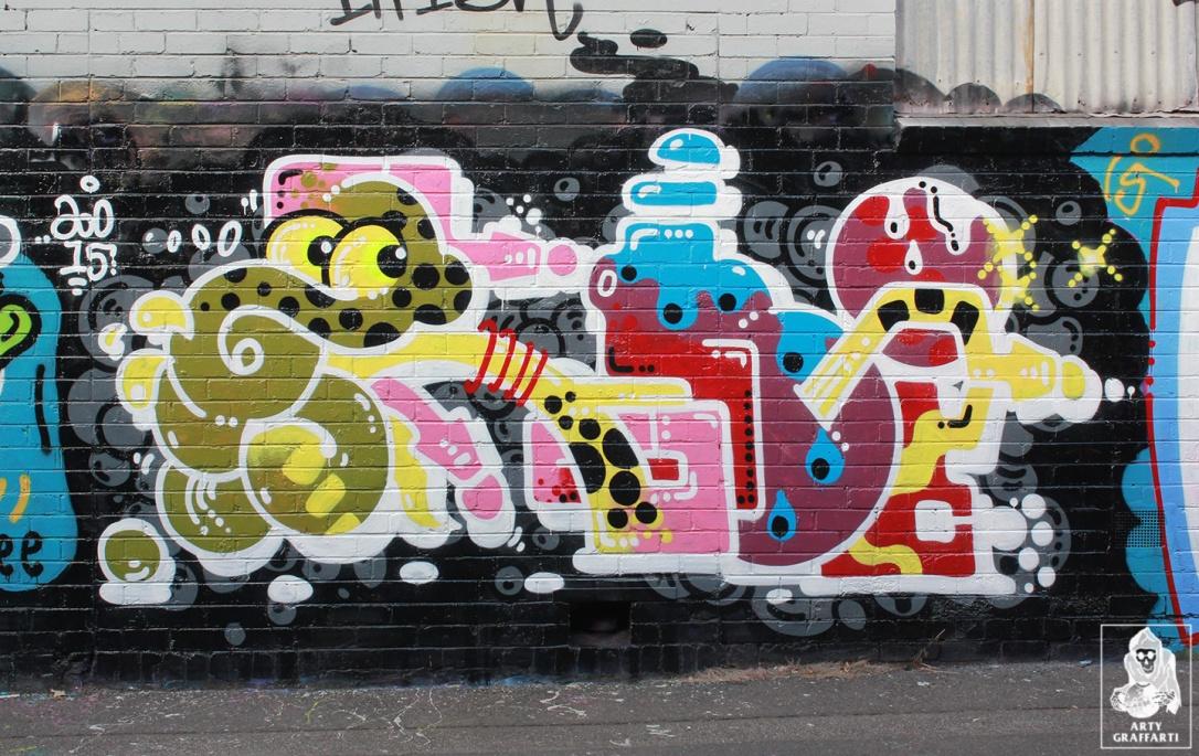 Items-Feebl-H20e-Fezbot-Grins-Atak-Collingwood-Graffiti-Melbourne-Arty-Graffarti11