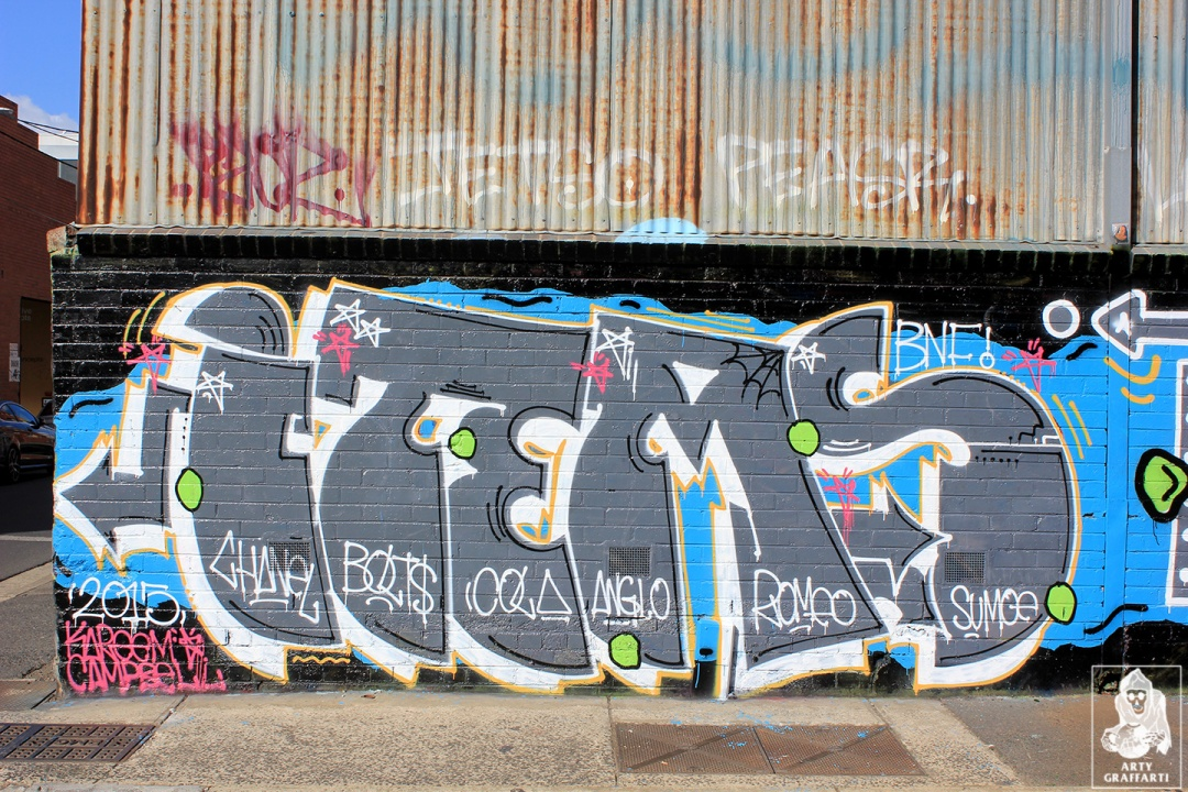 Items-Feebl-H20e-Fezbot-Grins-Atak-Collingwood-Graffiti-Melbourne-Arty-Graffarti14
