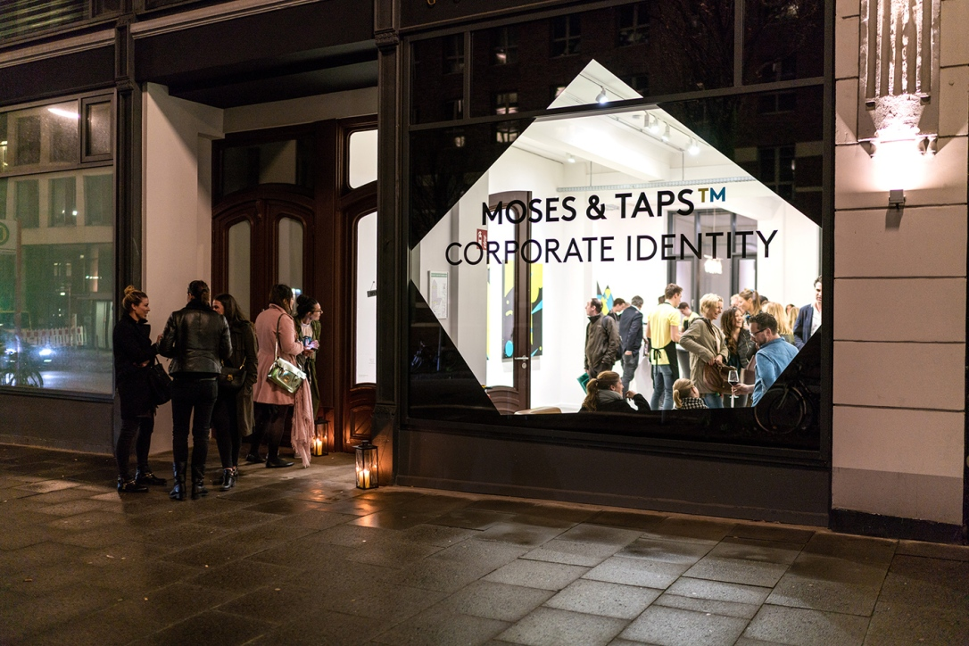 the-fourth-walls-the-grifters-taps-moses-coporate-identity-golden-hands-gallery-hamburg10