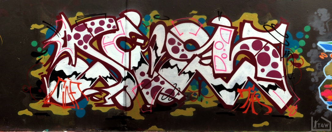 the fourth walls melbourne graffiti sup dvate petals daisy maid sigs sabeth pornograffixxx fitzroy13