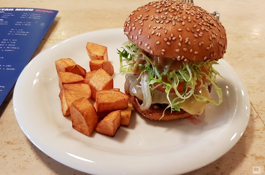 the-fourth-walls-melbourne-culture-food-wanto-burger-kobe-japan12